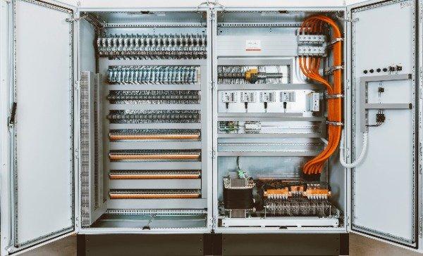 Reihenschrank-fuer-antriebe-servomotoren